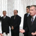 """pełen skład """"Zarządu Miasta"""" oraz Przewodniczący Rady Miasta podczas spotkania noworocznego w Urzędzie Stanu Cywilnego – styczeń 2006r."""