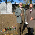 Przewodniczący Komitetu J.Otte i G.Grzywaczyk twórca projektu pomnika po odsłonięciu pomnika poświęconego społeczności żydowskiej w Chorzowie w dniu 25.10.2006
