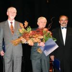 w otoczeniu laureatów nagrody Prezydenta Miasta w 2005r.