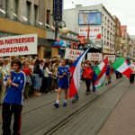 Flagi państw z miast partnerskich: Zlin, Ozd, Termoli