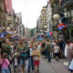 Ulica Wolności w oczekiwaniu na Wielką Paradę